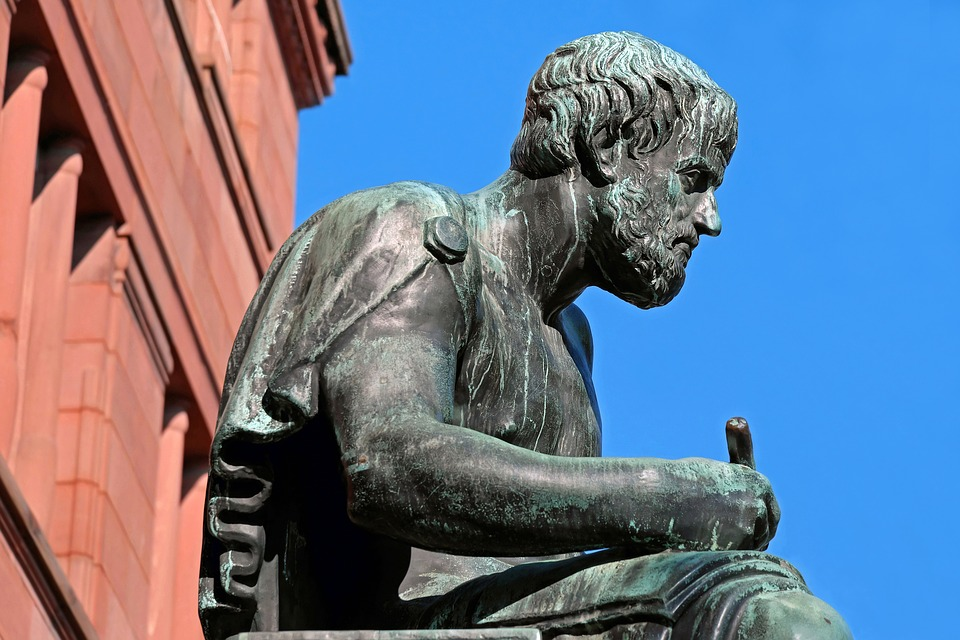 La felicidad como fin de la actividad del hombre de acuerdo a la virtud en la Ética a Nicómaco de Aristóteles